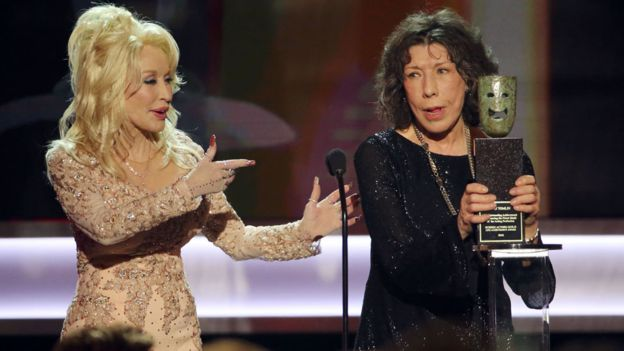 Dolly Parton presented Lily Tomlin her lifetime achievement award